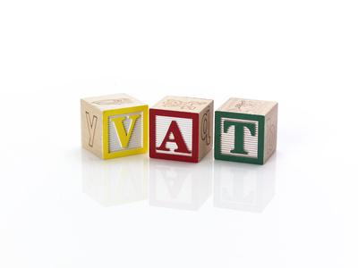 Czy zakładając firmę trzeba zostać płatnikiem VAT?